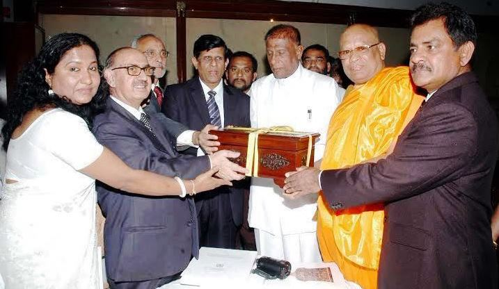 Pakistan hands over Most Sacred Buddhist Relics to Sri Lanka for Exposition