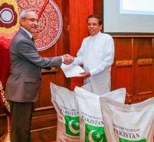 High Commissioner of Pakistan Maj. Gen. (R) Syed Shakeel Hussain handing over token-gift of rice to Sri Lanka President Maithripala Sirisena