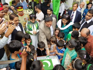 Acting High Commissioner Dr. Sarfraz Sipra cutting the Independence Day Cake