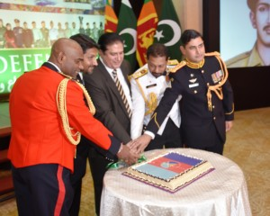 Chief Guest, Commanders of Sri Lanka Army and Navy and Defence Advisor cutting the cake
