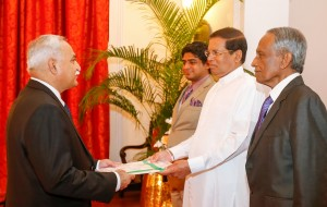 High Commissioner of Pakistan, Dr. Shahid Ahmad Hashmat preseting credentials to Sri Lankan President