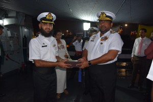 SL Chief of Defense Staff receiving  Souvenir