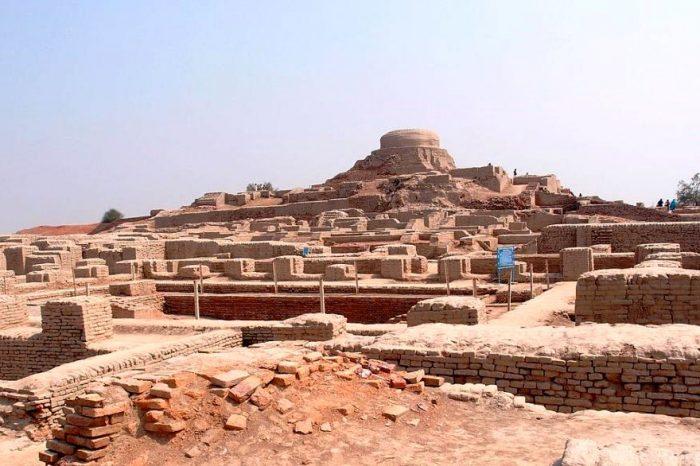 Mohenjo-Daro, Larkana